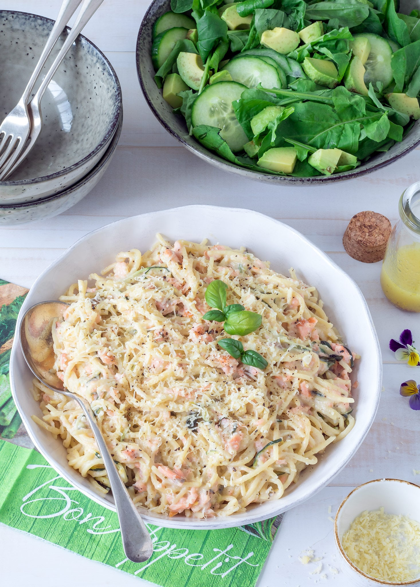 This easy smoked salmon spaghetti is luxurious without being too unhealthy. Some of the spaghetti is substituted for courgette and only a small amount of cream is used. Ready in under 30 minutes!