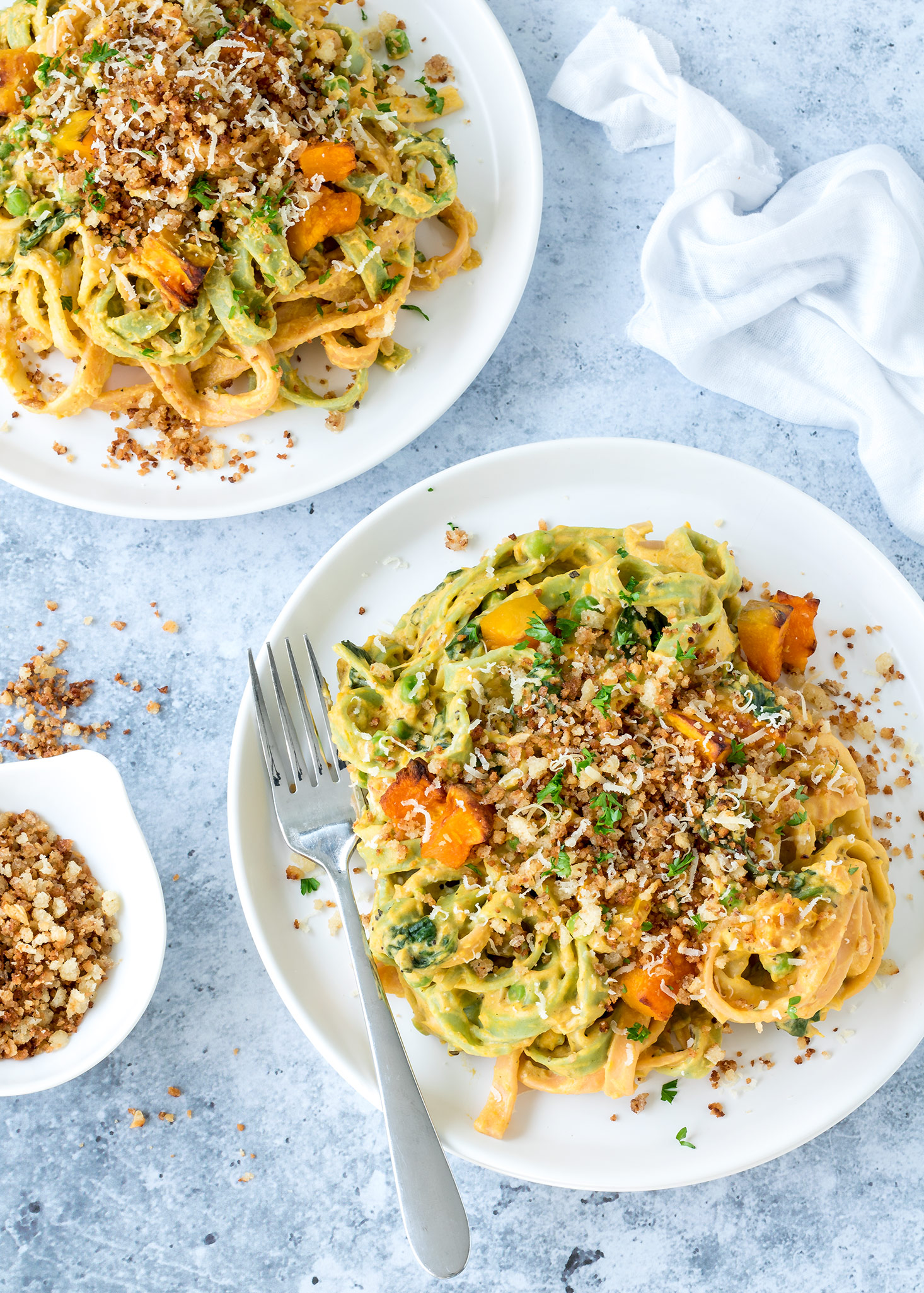 This vegetarian creamy pumpkin pasta is such good comfort food! The garlic breadcrumbs add a delicious crunch. Grab yourself a bowlful and get cozy on the couch!